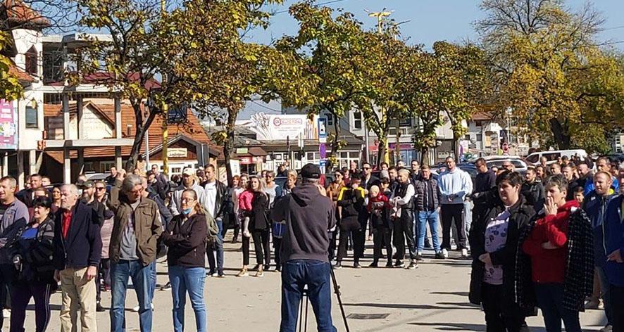 """Na protestu u Jelahu, """"Valter"""" zatražio odgovornost, nadoknadu štete i javno izvinjenje, nadležnih upravljačkih struktura, građanima Općine Tešanj"""
